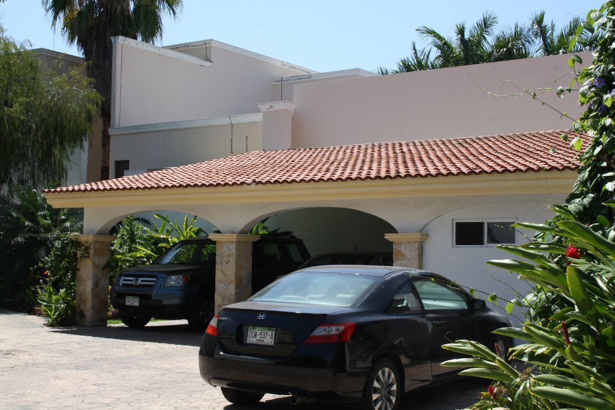 5 de 35: Estacionamiento techado para 2 autos y 3 sin techo