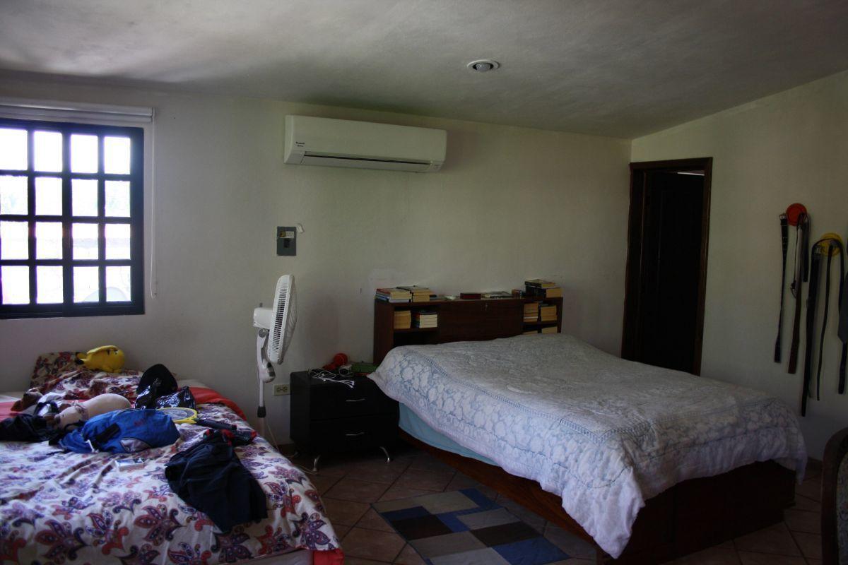 33 de 35: Habitación 2 con baño completo