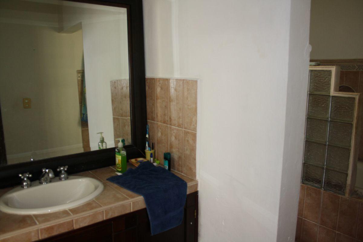 34 de 35: Habitación 2 con baño completo