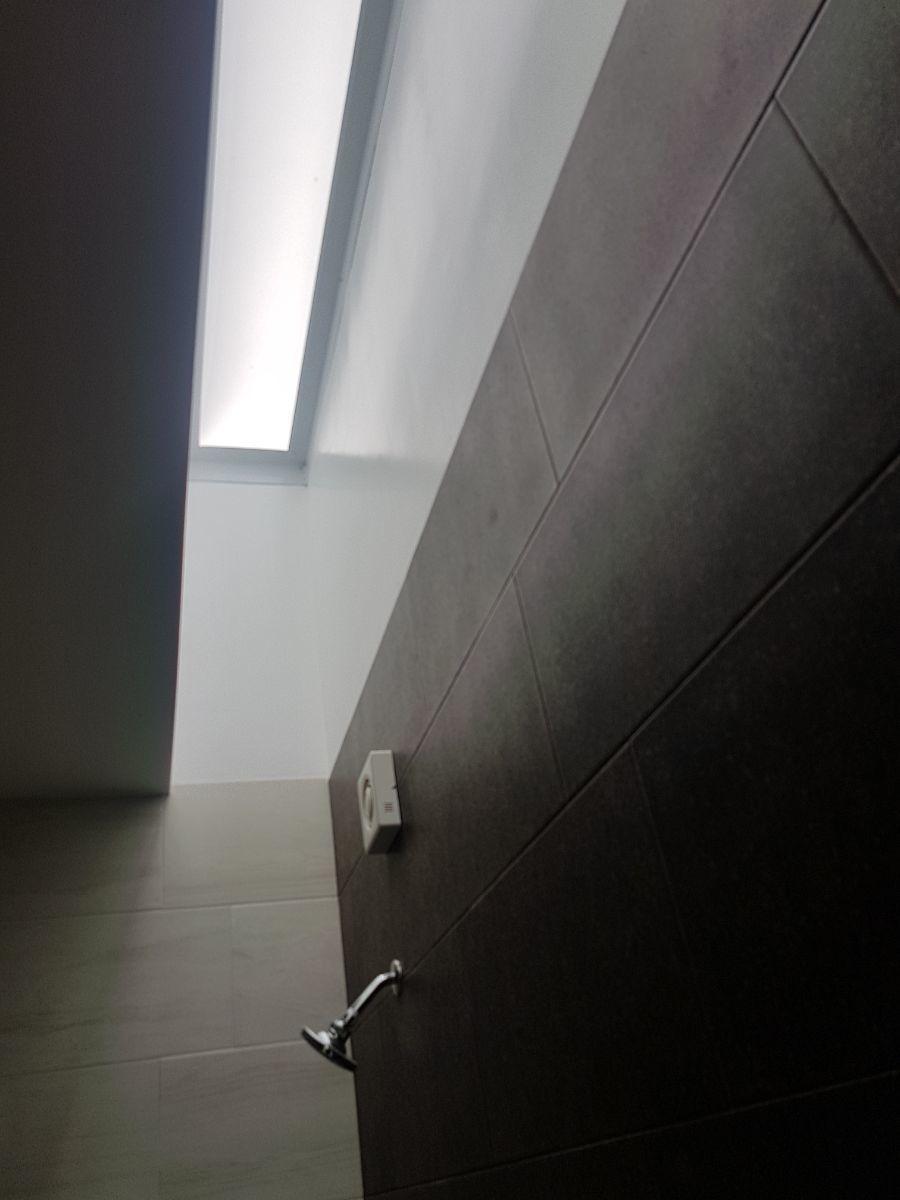 22 de 27: Tragaluz en baños