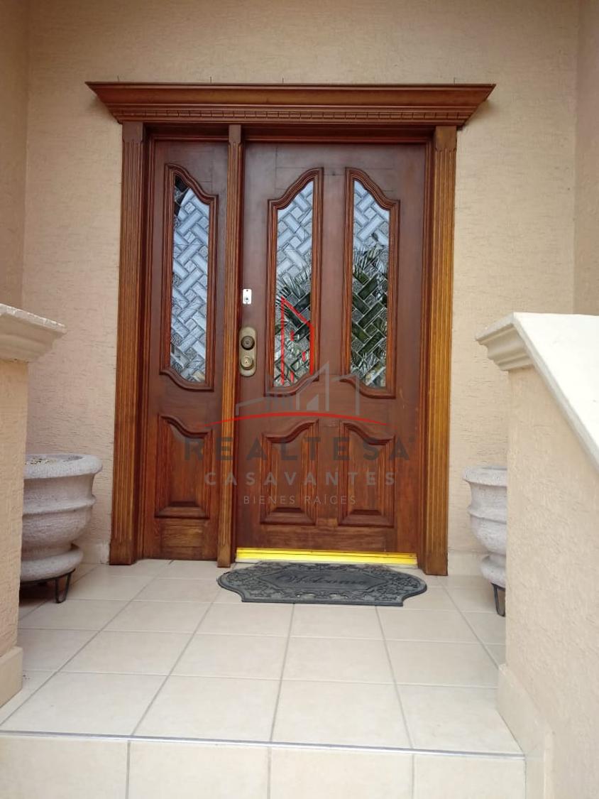 4 de 20: Puerta principal