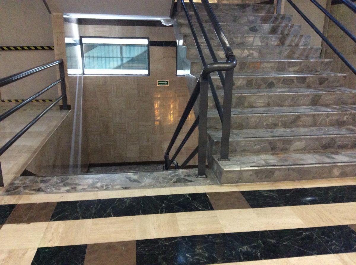 9 de 14: Escaleras de servicios