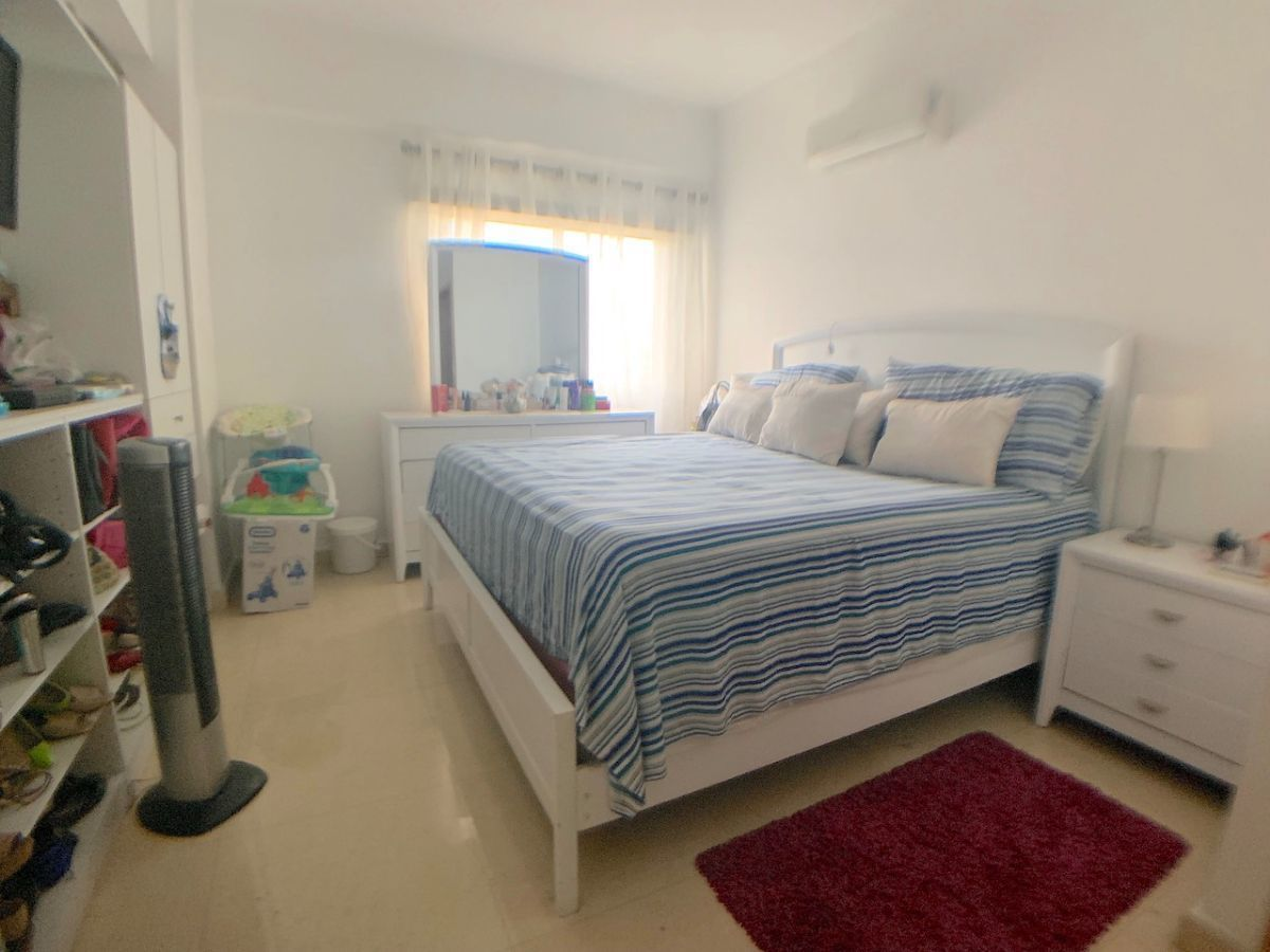 10 de 16: Cada habitación con baño y walk-in closet
