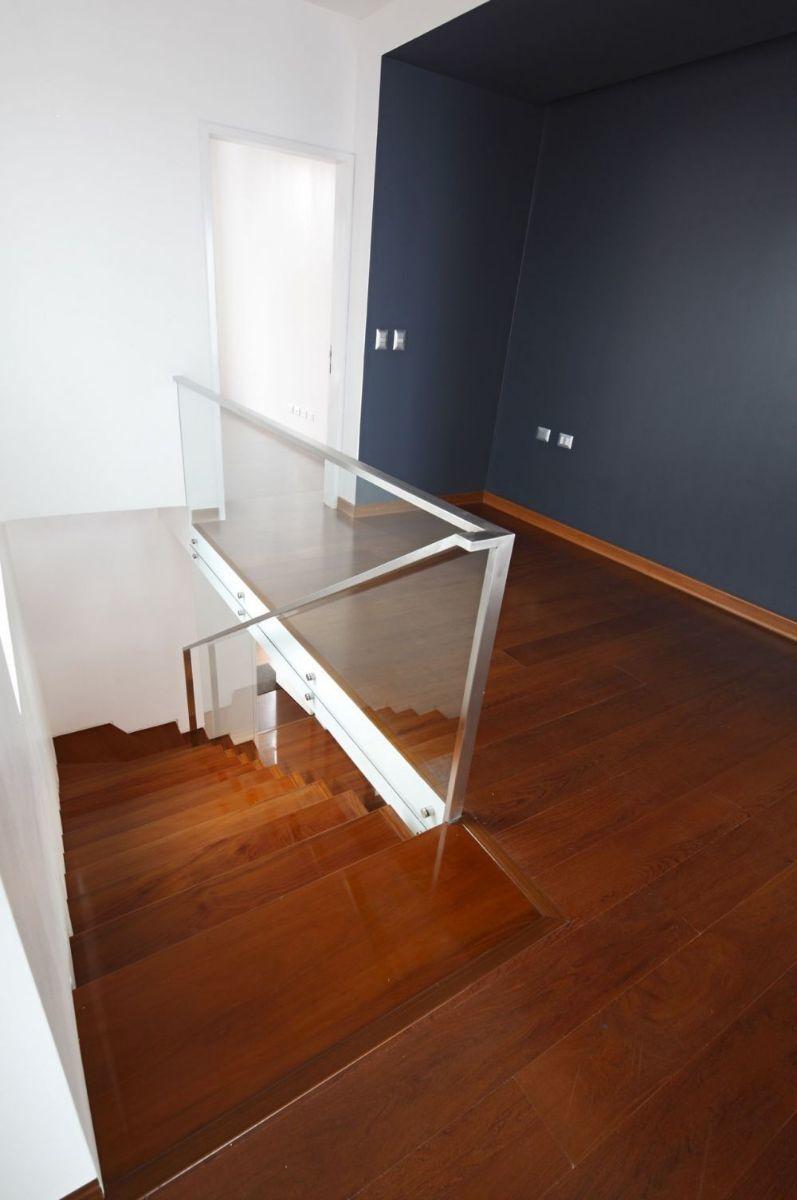 5 de 24: Escalera Principal