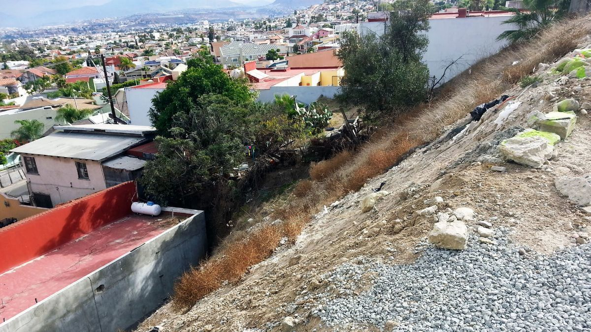 3 de 17: Terrenos en Venta en Avenida de Las Ferias PMR-413