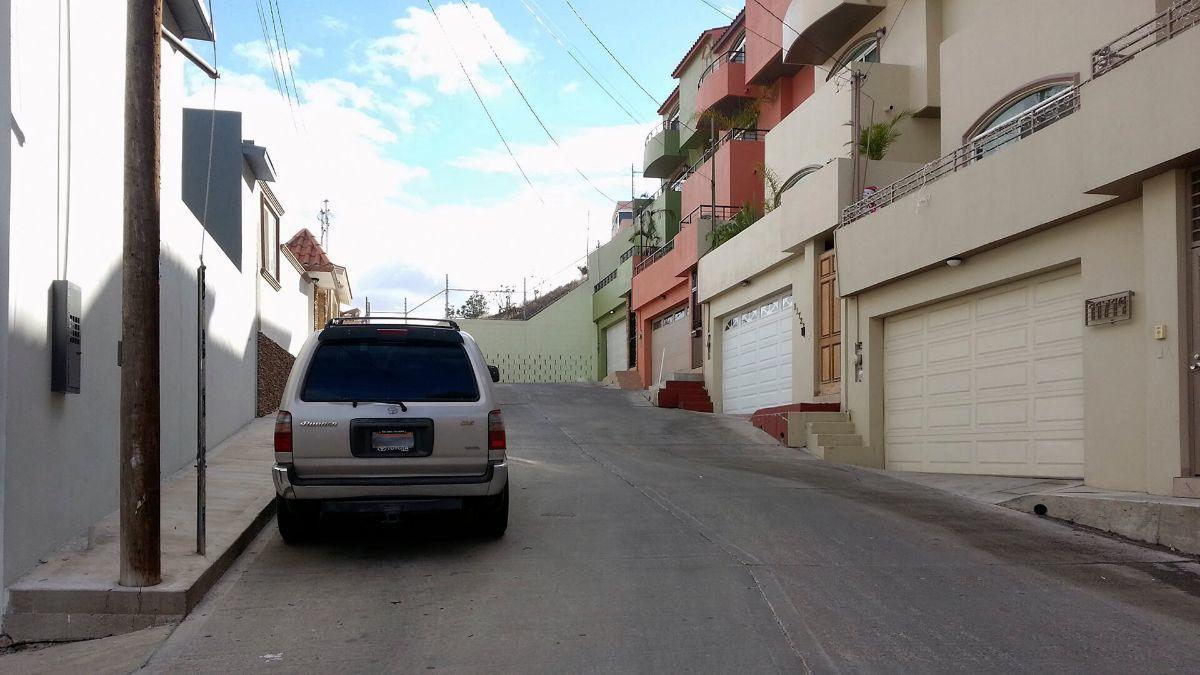 5 de 17: Terrenos en Venta en Avenida de Las Ferias PMR-413