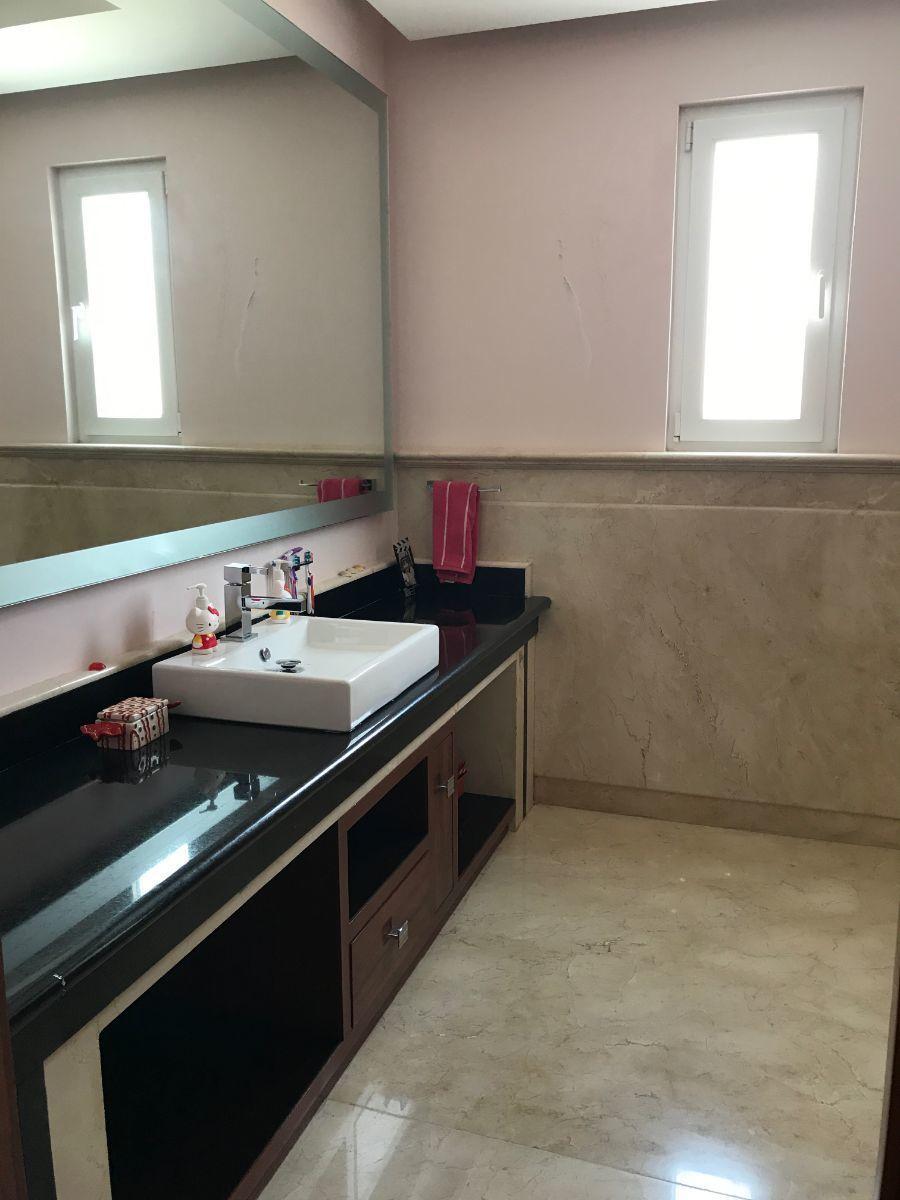 32 de 48: baño muy lindo con ventilación natural rec 2