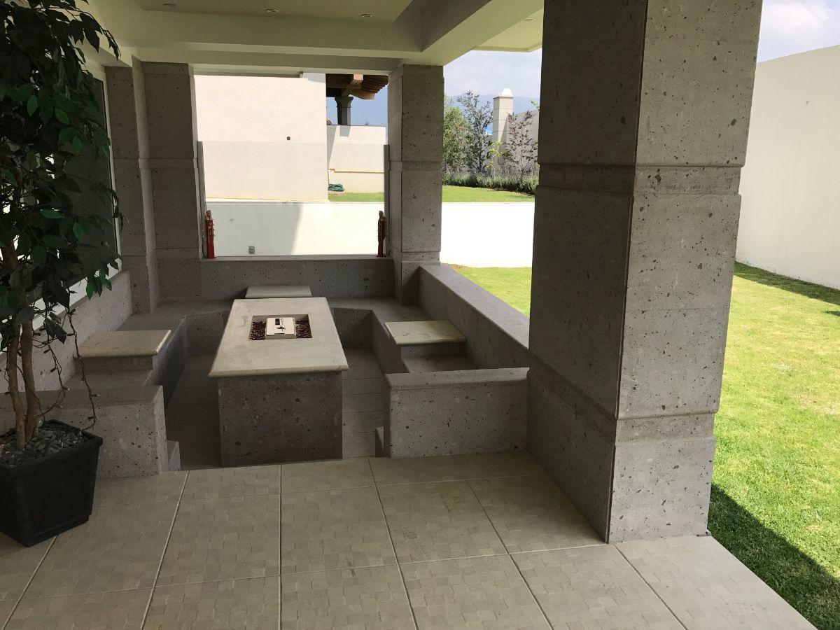 45 de 48: terraza con sala