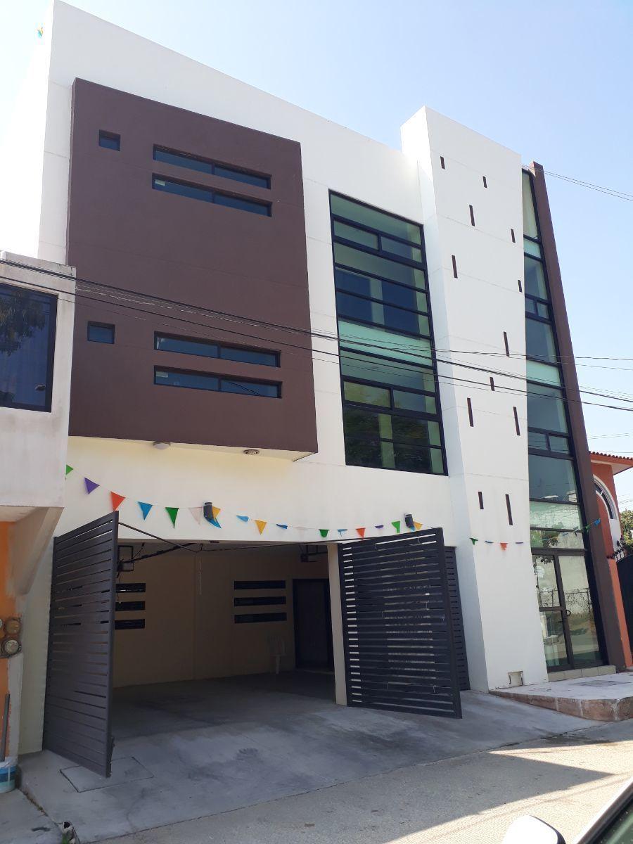 1 de 18: Edificio habitacional con 9 departamentos.
