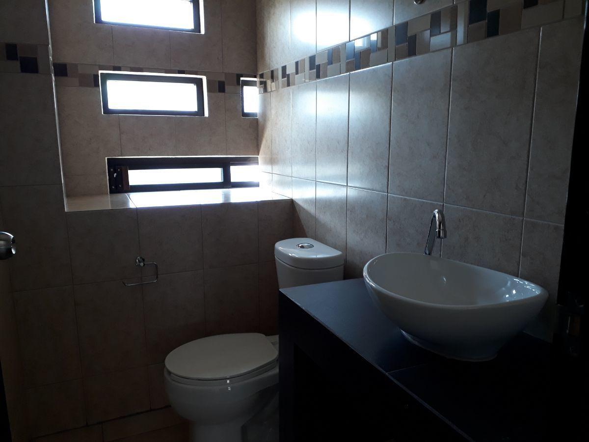 15 de 18: Medio baño adicional en departamentos 03,05,07,09.