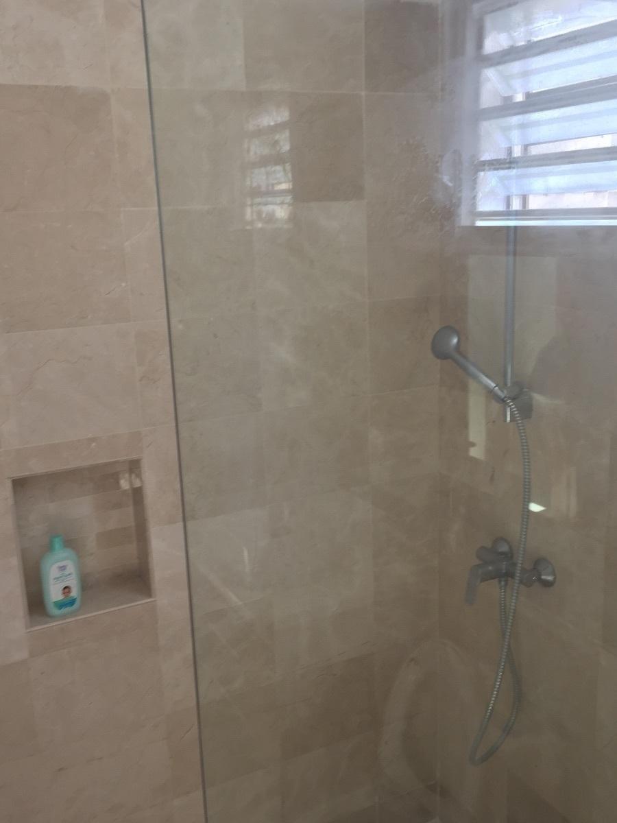 26 de 31: baño habitación secundaria