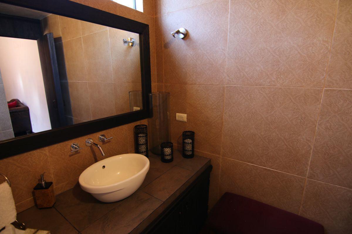 10 of 39: Finos detalles den baños