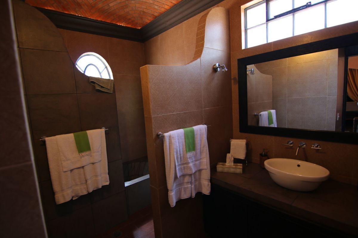 13 of 39: Detalles en baños