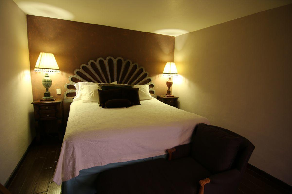16 of 39: Alcoba principal dentro de la suite.