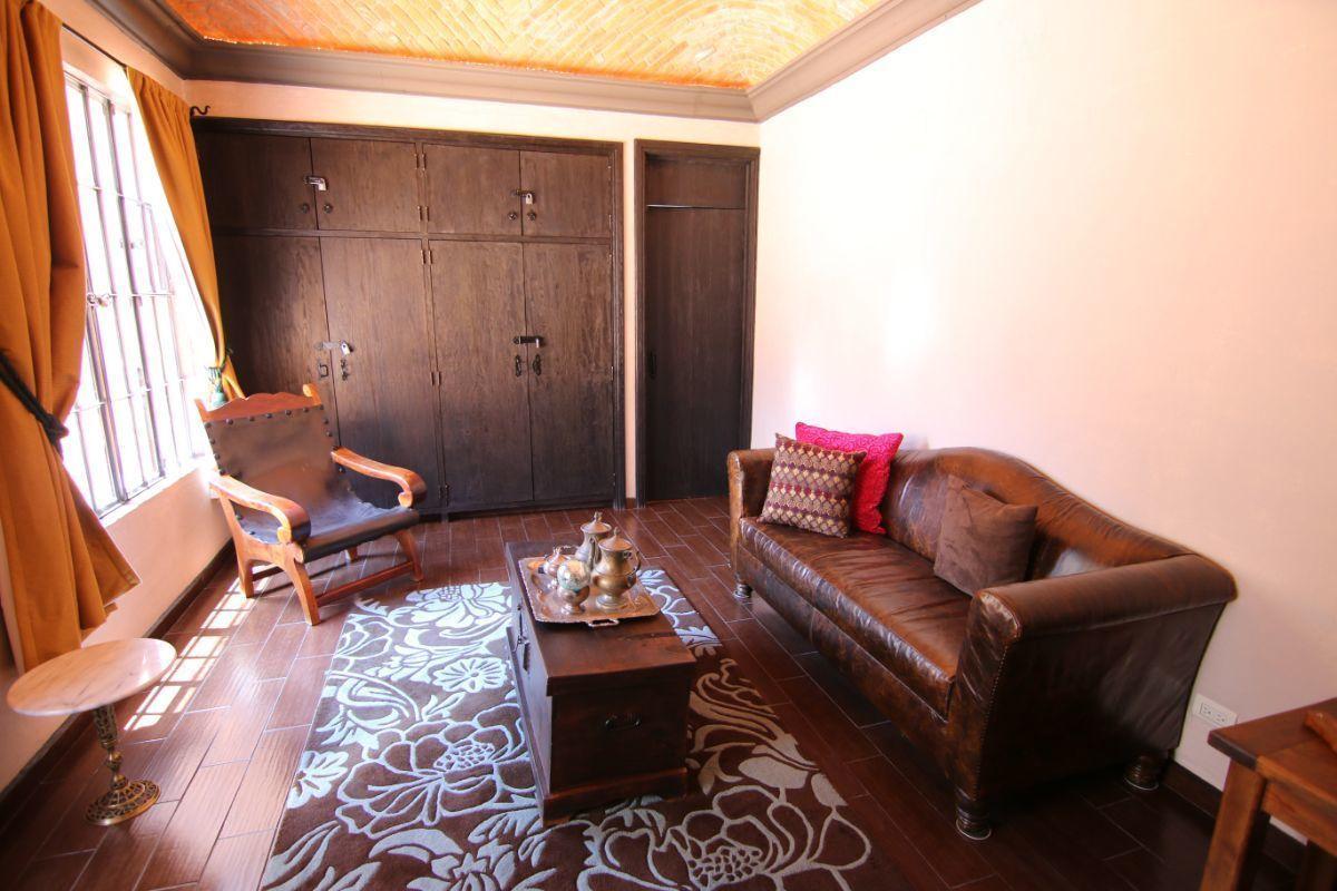 18 of 39: Detalle de la suite principal con closet