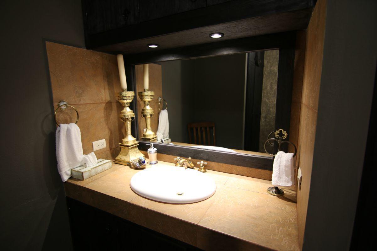 22 of 39: Finos detalles en todos los baños