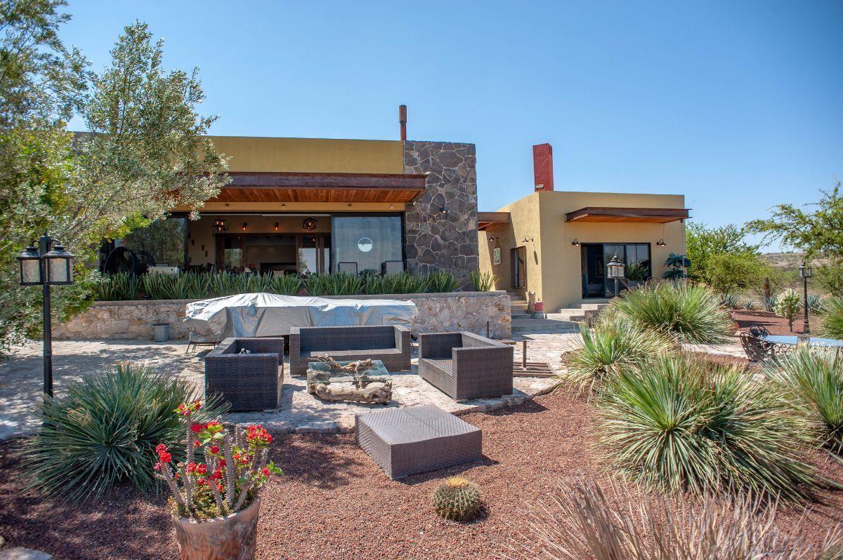 5 of 30: Jardín exótico con plantas del desierto