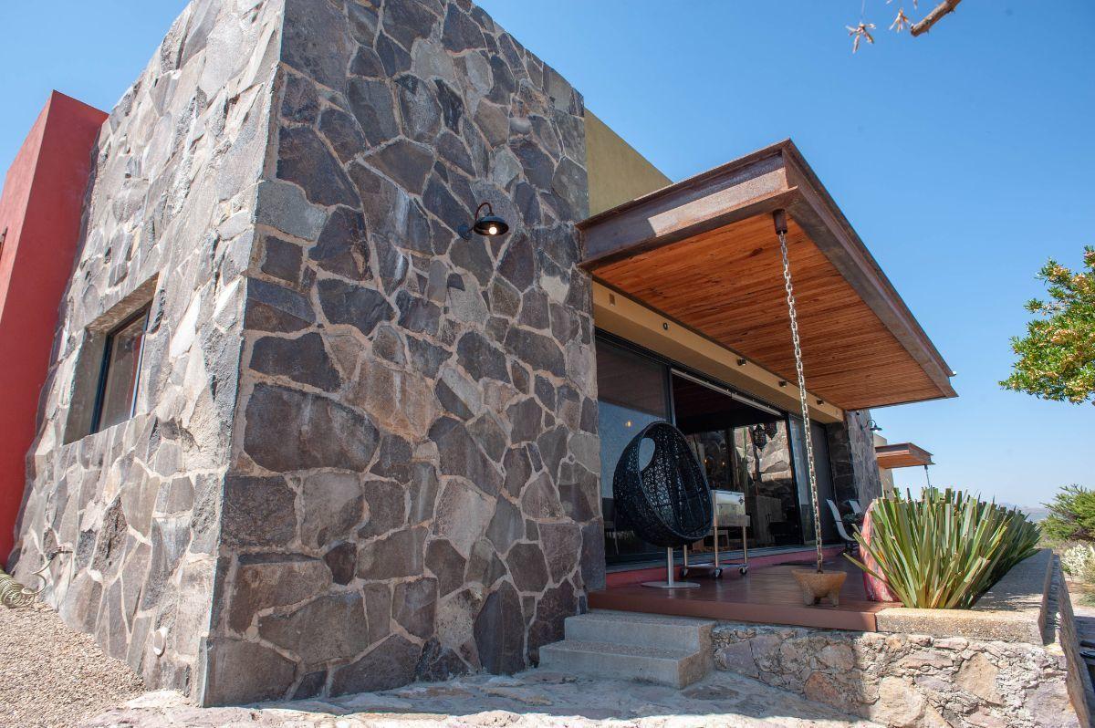 11 of 30: Piedra y finos detalles arquitectónicos