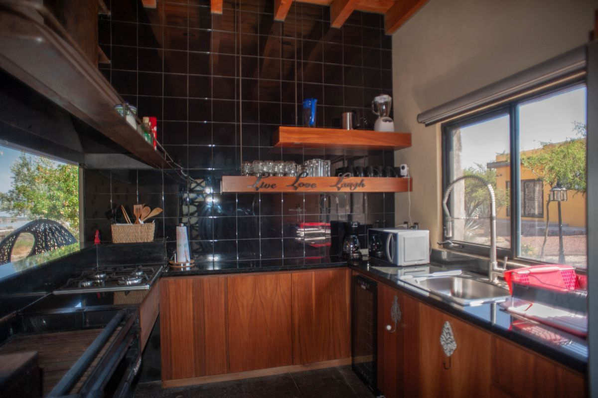 30 of 30: Cocina interior