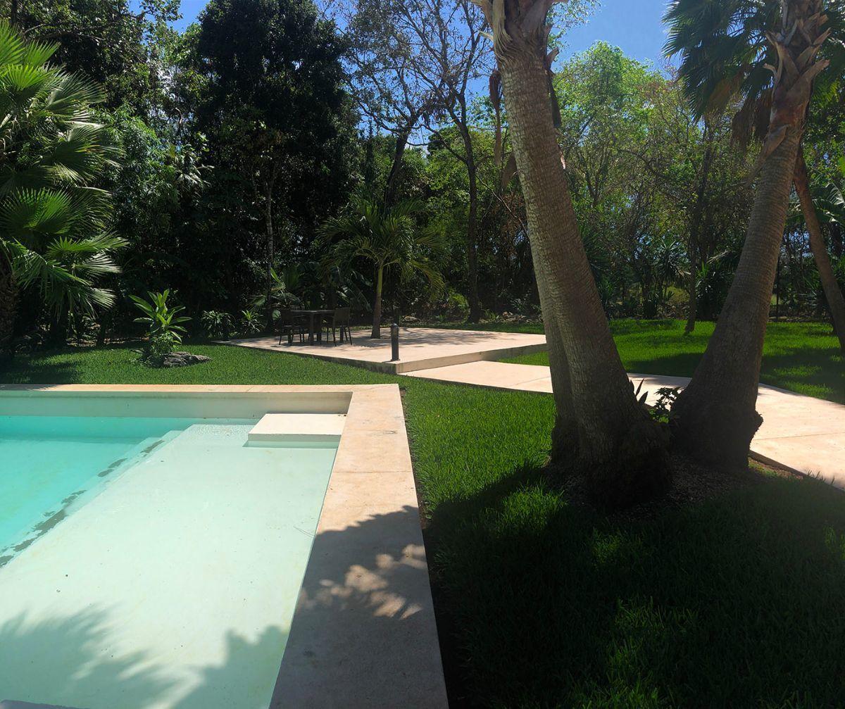 4 of 15: jardines