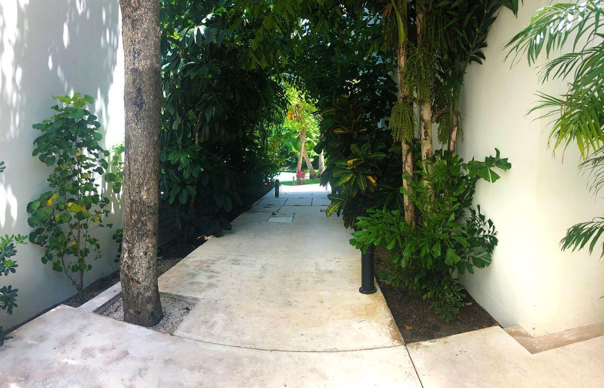 8 of 15: pasillo de areas comunes