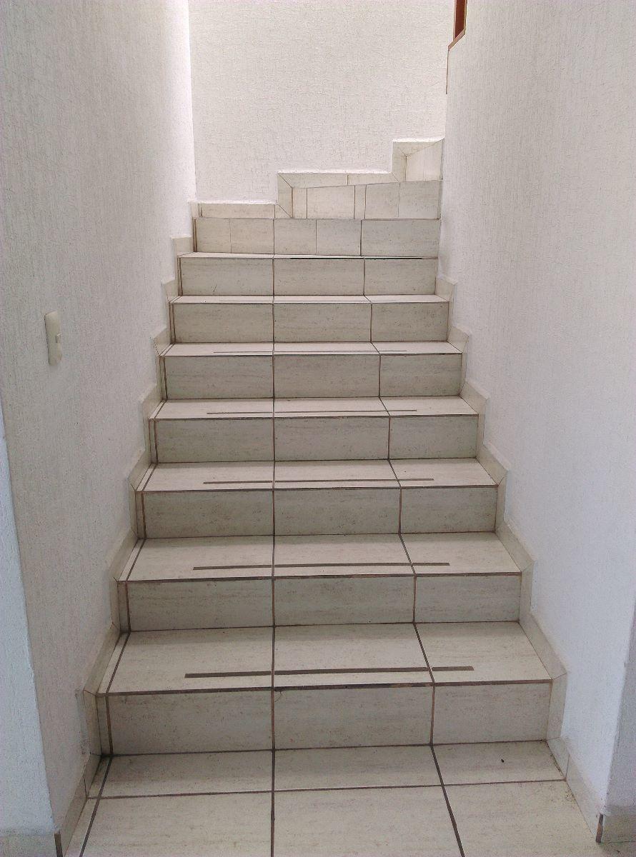 6 de 16: Escaleras para segundo piso