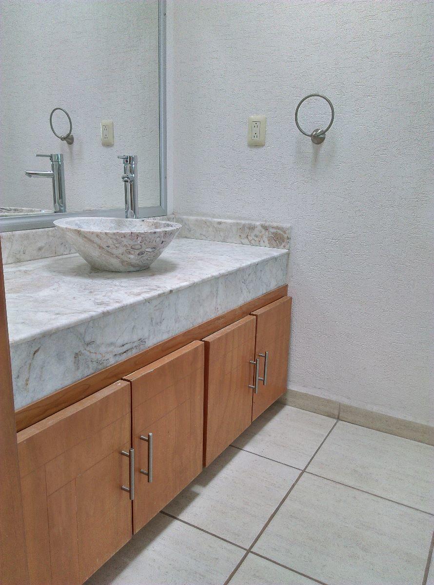 12 de 16: Baño habitación con cubierta de marmol