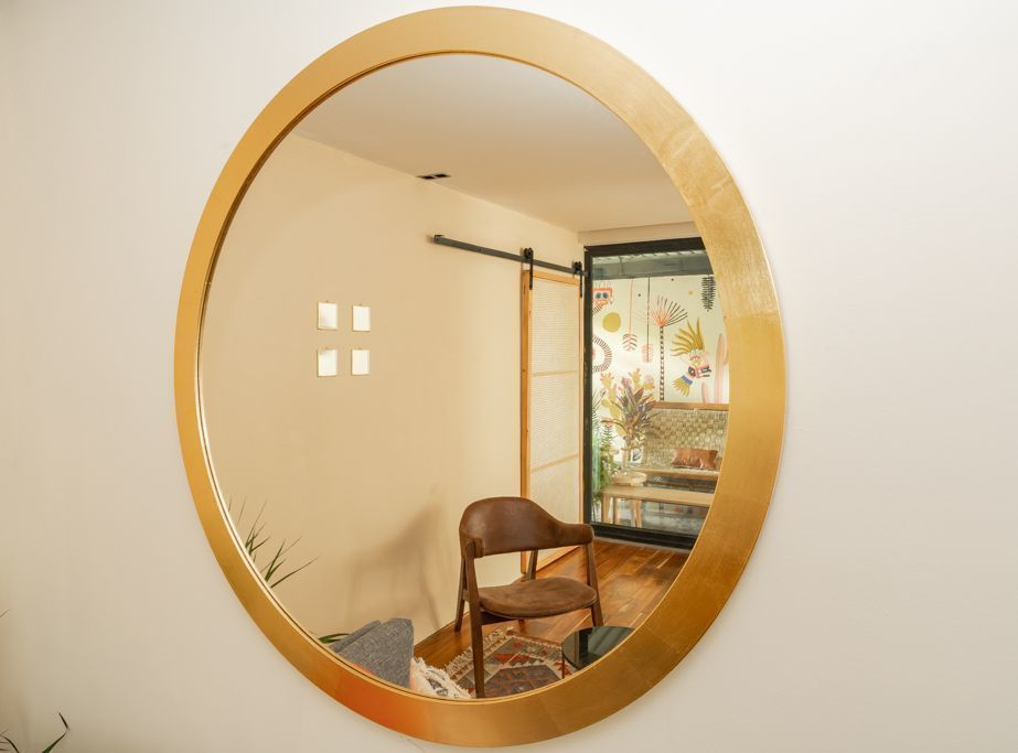 14 de 48: Living Room Mirror.