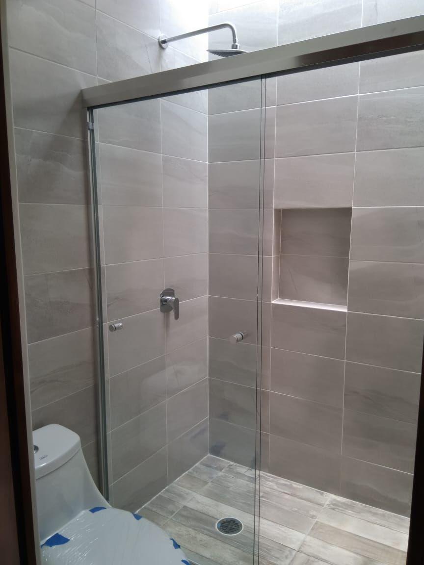 12 de 19: Baño completo Recámara secundaria