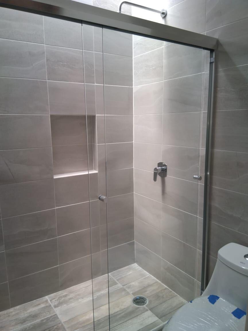 15 de 19: Baño completo Recámara secundaria