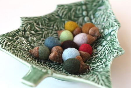 hand felted acorns by delica