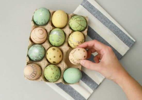 metallic-eggs-diy