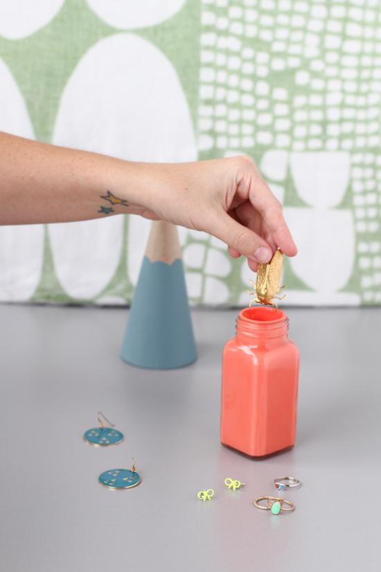 DIY // cute jewelry storage solution