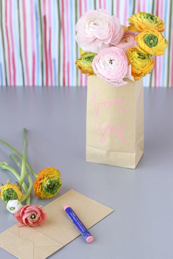 last minute DIY gift // paper flower sack
