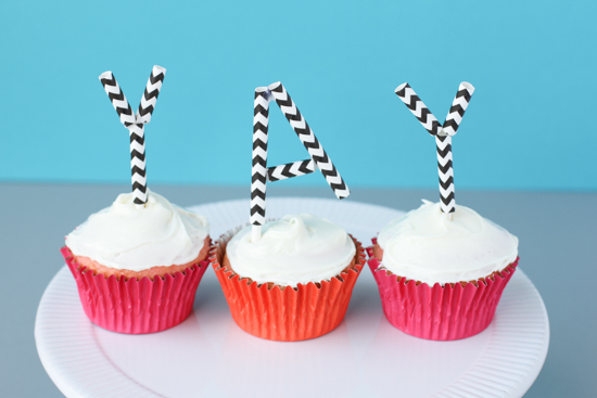 DIY cupcake toppers using paper straws