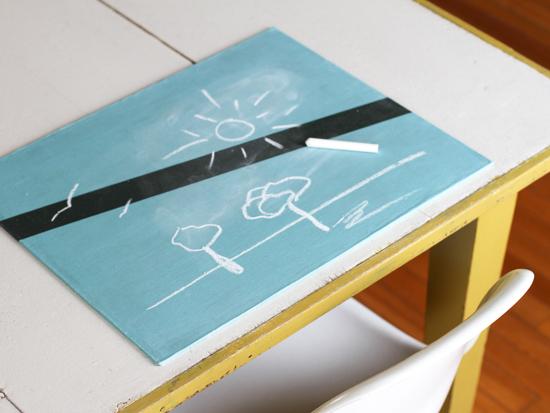 unique-chalkboard-placemat-diy