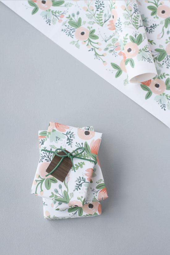 DIY Packaging // woodgrain gift tags