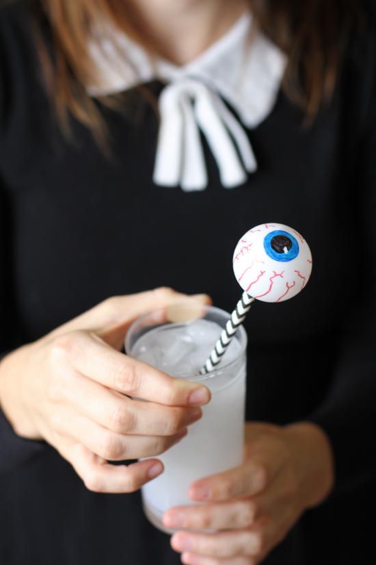 Halloween DIY // eyeball drink stirrers