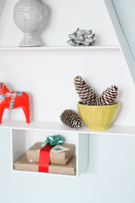 handmade-holiday-tree-shelf-diy-4