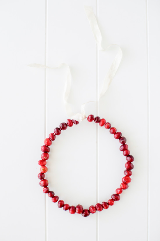 Let's make a cranberry wreath for Chrsitmas