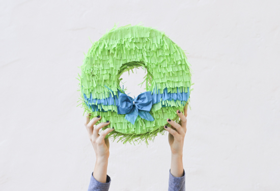 Christmas DIY // piñata wreath