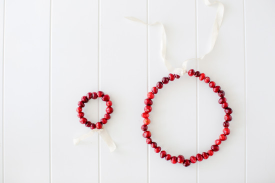 make cranberry wreaths for Christmas