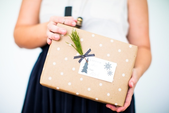 DIY wrapping idea // simple wrapping with pine sprig