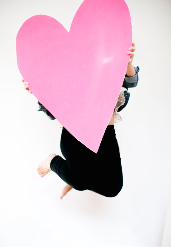 Valentine's Day DIY // giant heart prop