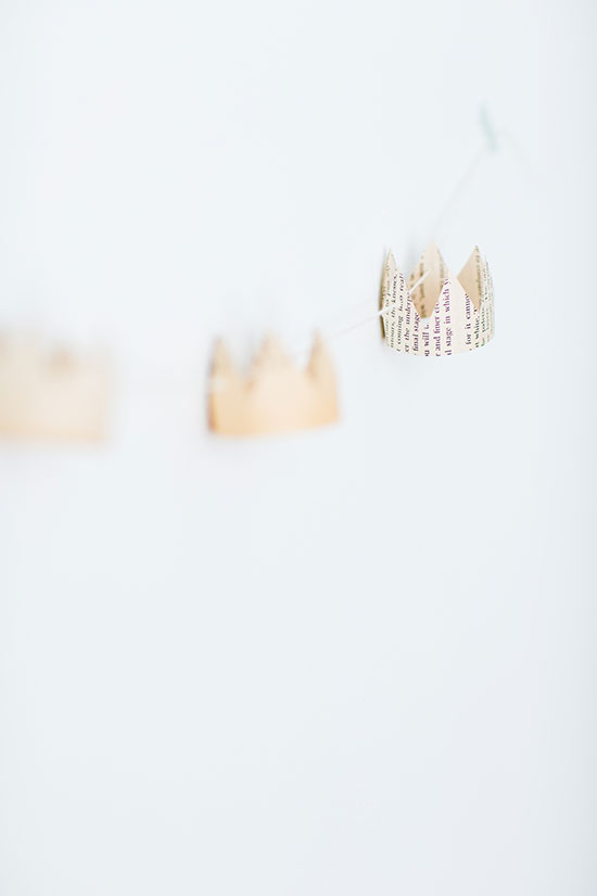 how to make a paper crown garland