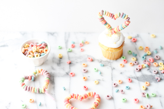 DIY cupcake toppers for V-Day // using fruit loops