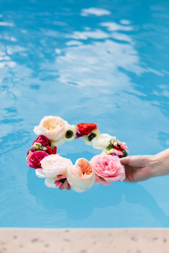 How to create a floating flower wreath