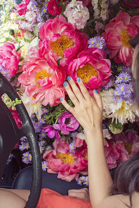 designlovefest-flowers-fill-the-car