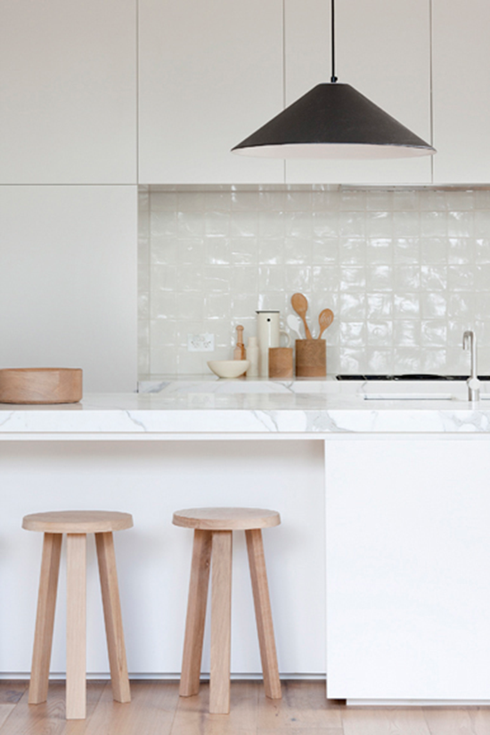 maple-wood-stools-in-scan-kitchen