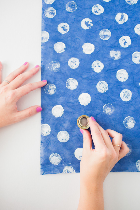 DIY Holiday Gift Wrap // Using a Bottle Cap